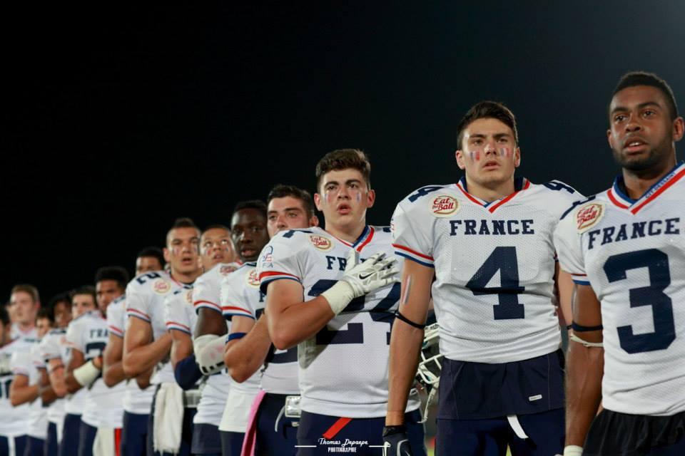 Les Bleuets pendant l'hymne national ( Les amiénois Carl Achy #3 et Enzo Rosani #4 à droite de l'image)