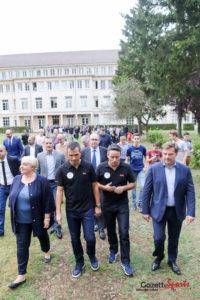 Pedro Miguel Pauleta, bien entouré pour l'inauguration de son école. Photo : Léandre Leber - Gazettesports.fr