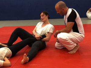 Kelly Molinari, à gauche - Lors d'un cours de Self-défense / ©ASC Judo