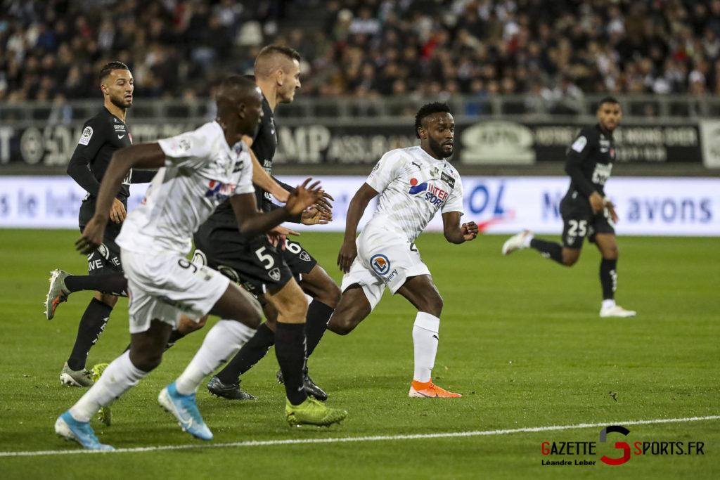 Ligue 1 Football Amiens Vs Brest Stiven Mendoza 0004 Leandre Leber Gazettesports